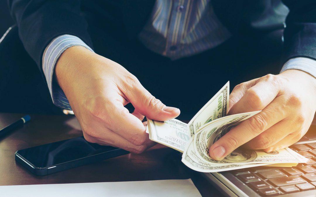 Bancos en Clarksville: realizan cambios pero continúan atendiendo a los clientes.